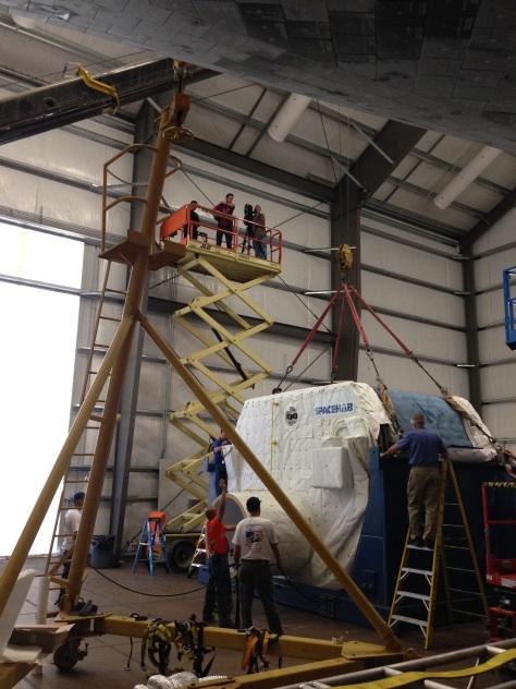 Technicians prepare the SPACEHAB module to be lifted into the orbiter ©Matt Vasko
